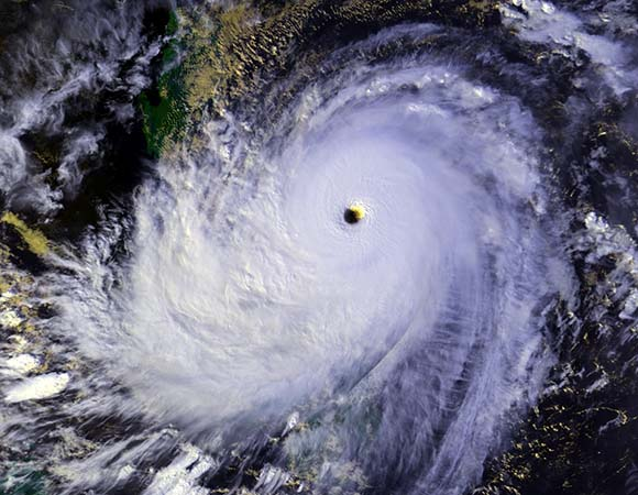 Typhoon_Nina_25_nov_1987_0702Z-1