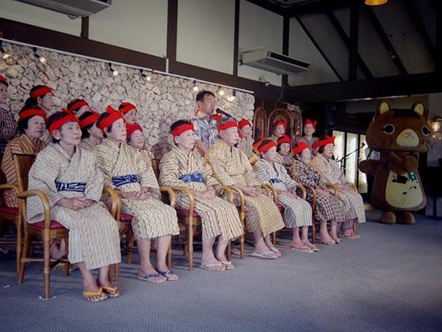 KBG84-idoles-japonaises-grand-meres-okinawa