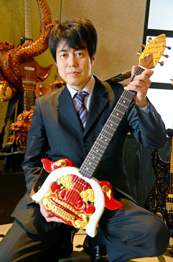 guitare-sculpture-bois-inami