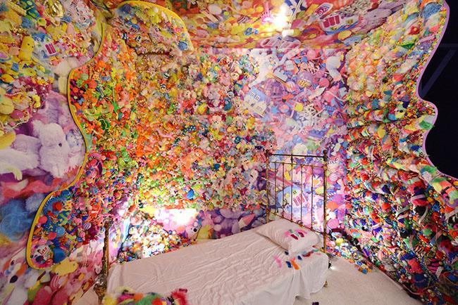 """Son œuvre """"Colorful Rebellion"""" nous donnerait-elle un avant-goût de ce qui nous attend au Kawaii Monster Café ?"""
