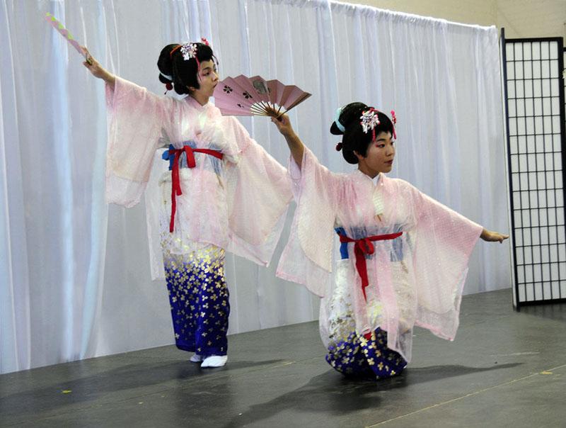 Odori-Katamigawari-kimono