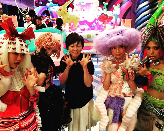 aki-abe-kawaii-monster-cafe
