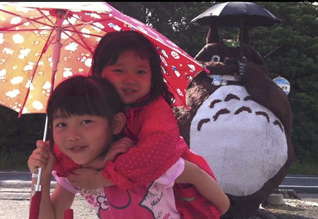 fabrication-totoro-geant-japon-enfants