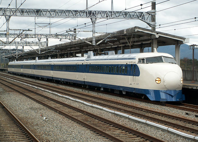 premier-shinkansen-train-grande-vitesse-au-japon