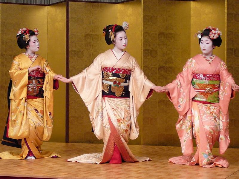 susohiki-kimono