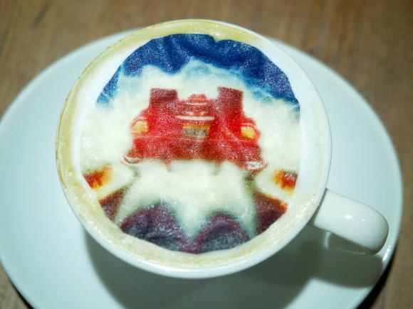 La DeLorean est également présente dans votre café (¥ 600).