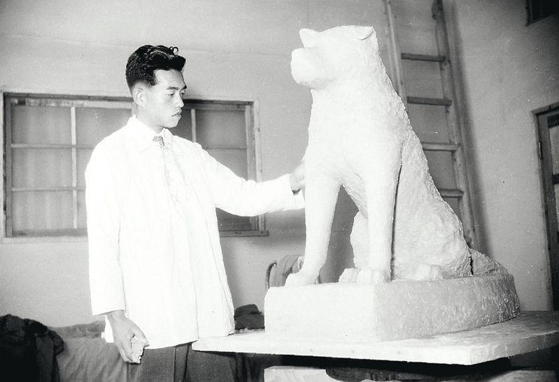 Ando lors de la création du prototype de Hachiko en Mai 1948