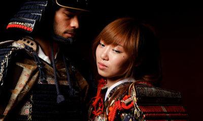 photo-porter-armure-samourai-tokyo