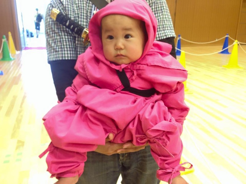 Croiser le regard de bébé shinobi