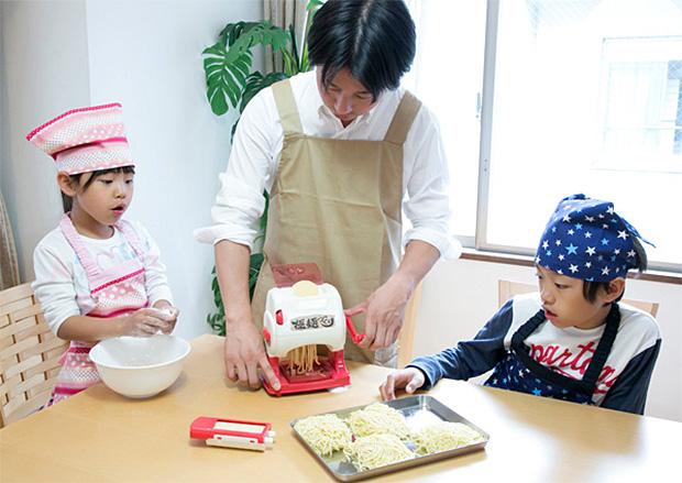 cuisiner-nouille-ramen-jouets-japonais-enfants