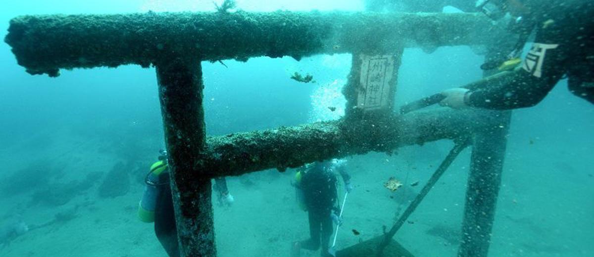 parc-marin-hayama-temple-ocean-japon