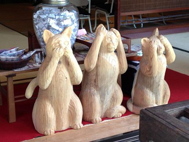 Même les singes de la sagesse, visibles à Nikko, ont été remplacés par des chats.