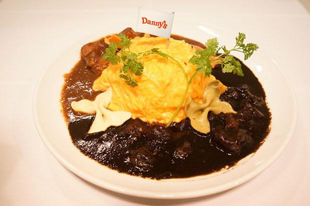 Omurice au curry noir et au poulet
