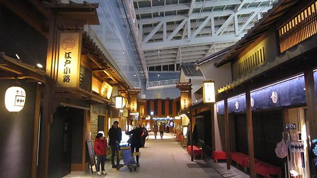 L'aéroport propose la reconstitution d'une rue d'Edo pour faire vos emplettes