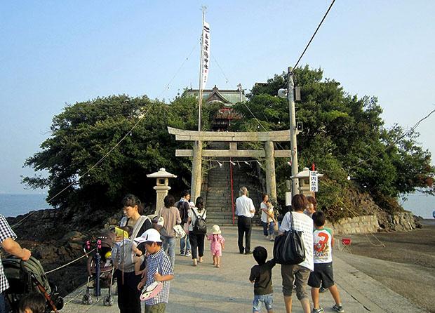 tsuhima-jinja-sanctuaire-enfants-malades-japon