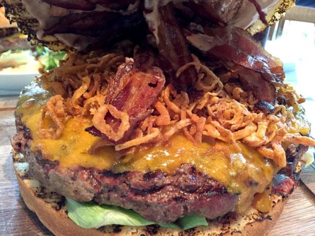 hmaburger-geant-tokyo-restaurant-Japon (2)