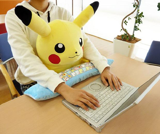 repose-poignet-pikahu-pokemon-bureau (1)