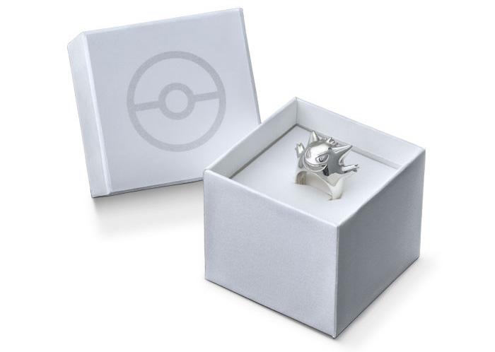 Chaque pièce de la collection est emballée dans une magnifique boite ornée d'une Pokéball.