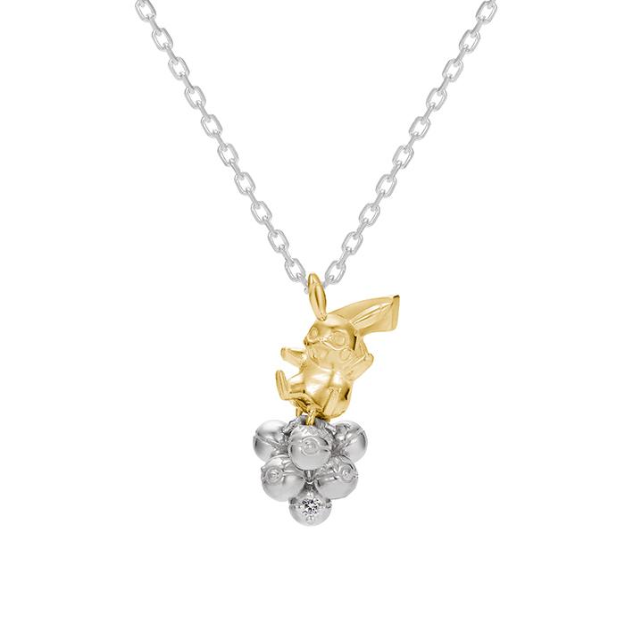 Et parce qu'une mariée se doit d'avoir une parure complète, voici le collier Pikachu assis sur des Pokéballs, vendu au prix de ¥ 38,000.