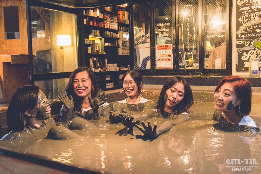 gata-bar-tokyo-bain-boue-japon (4)
