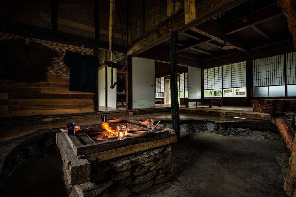 L'entrée principale possède également un foyer. Idéal pour se détendre et profiter d'un thé durant les mois d'hiver.